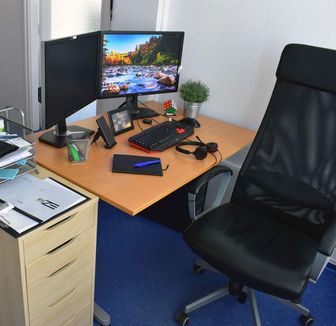 Webmester asztal